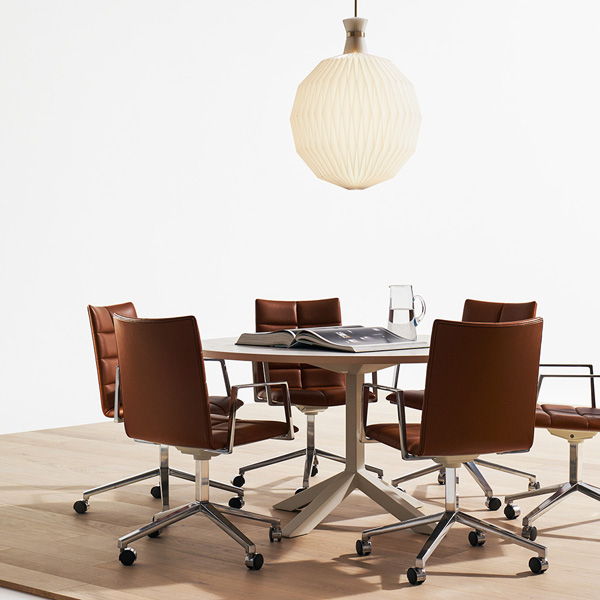 Lammhults Archal chair, Funk table